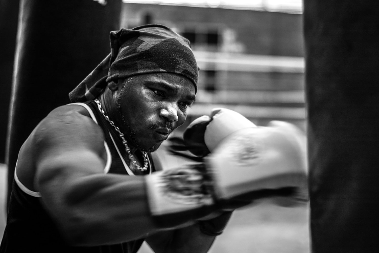Despite having retired from boxing in 2004, Gustavo Mosquera still has the habit of exercising every Saturday at the Mariano Ramos Coliseum, east of Cali.