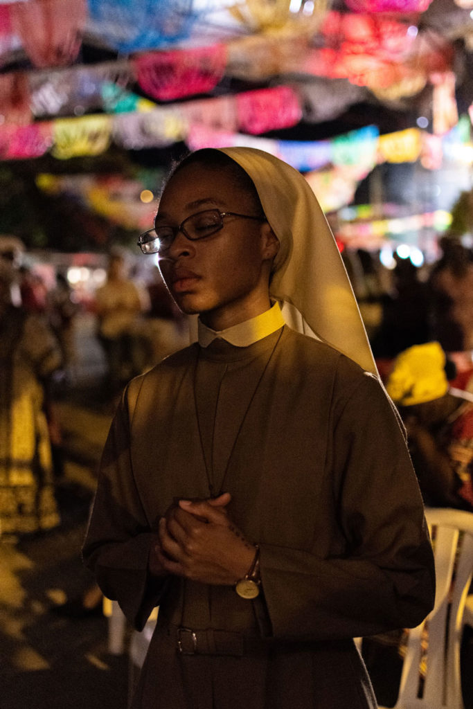 A novice prays during the mass that presides over Christmas. Although the festivities maintain certain customs of the Catholic Church, the Afro-descendent identity and the fact that Quinamayó is a town of liberated slaves takes center stage.