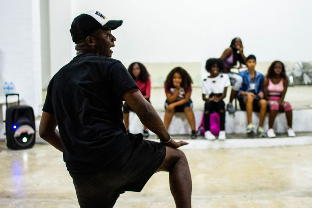 Afrodance's classes take place in a church in Desepaz neighborhood, one the most violent in Cali, due to the constant confrontations of gangs and the murders that it causes.