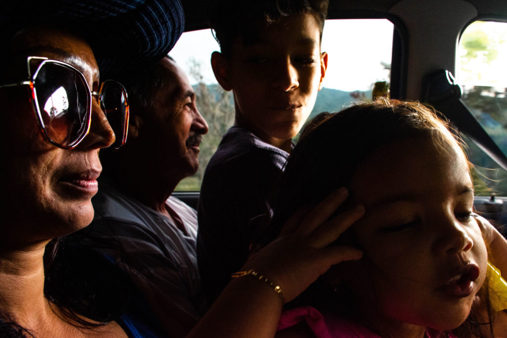Diana, her stepfather Gustavo, Andrés and María José, another niece of the woman, go to their home, located in Buga.